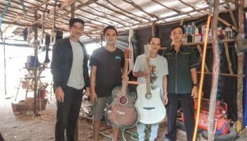 2 Bulan Pemuda Desa Gadung Mampu Produksi 5 Buah Gitar