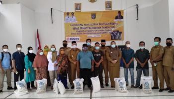 Bupati Bateng Serahkan Beras Sejahtera Daerah untuk 1.500 KPM