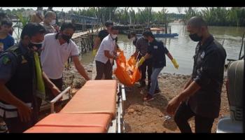 Geger, Sesosok Pria Tewas Mengapung di Sungai Pangkalan Arang