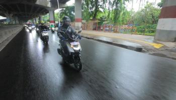 Hindari Potensi Bahaya Saat Berkendara di Musim Hujan, Berikut Tipsnya !