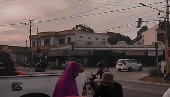 Remaja Masjid Almaghfiroh Bagi 1.000 Takjil Untuk Pengendara