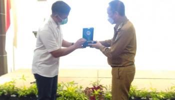 UBB Anugerahi Penghargaan Kemitraan Terbaik untuk Pemkab Bateng